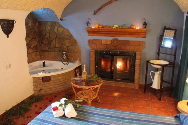 Casas cueva con jacuzzi en ja n casas cueva cazorla un lujo a tu alcance - Casas rurales con jacuzzi y chimenea ...